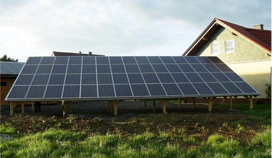 نظام الطاقة الشمسية المرتبط بالشبكة المرتبط بالسقف بقوة 10 كيلو وات في اليونان ، أكتوبر 2007.