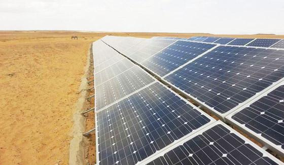 رستار محطة طاقة شمسية 78KW الأرضية في الإسكندرية مصر ، مايو 2015.